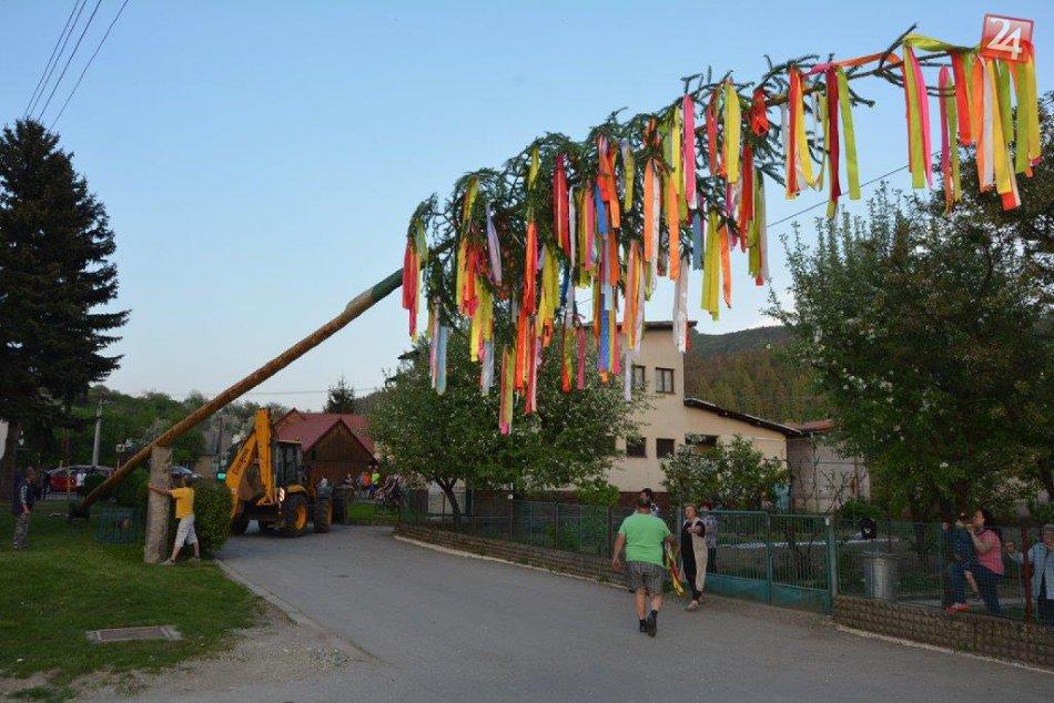 Ilustračný obrázok k článku Dedinské stavanie mája má svoje čaro  Najlepšie  MOMENTY z obcí okolo 63c54f00ef3