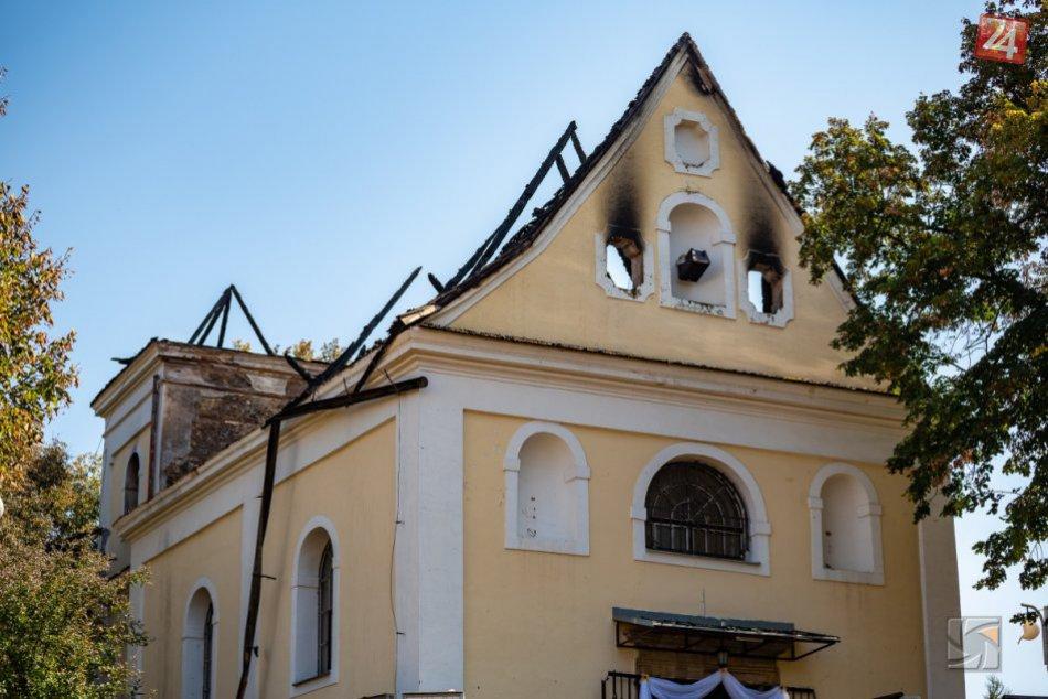 Ilustračný obrázok k článku Nešťastie spojilo Považskú: Na svete je plán na obnovu zhorenej kaplnky, VIDEO
